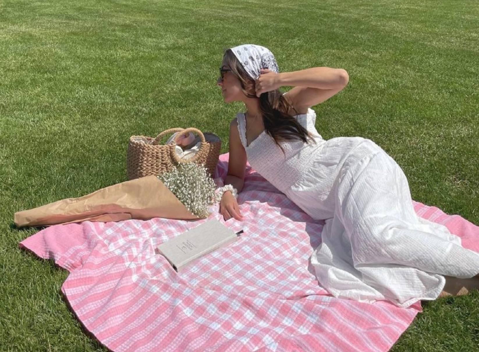 #TrendingInCanada: White Linen Dresses
